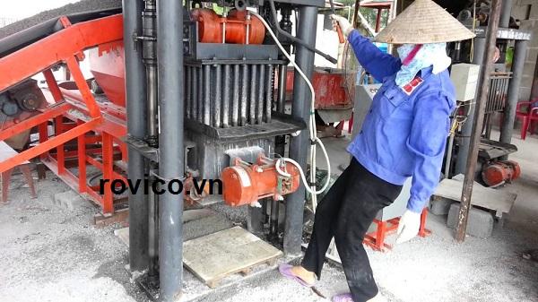Nên áp dụng máy ép gạch không nung của nước nào